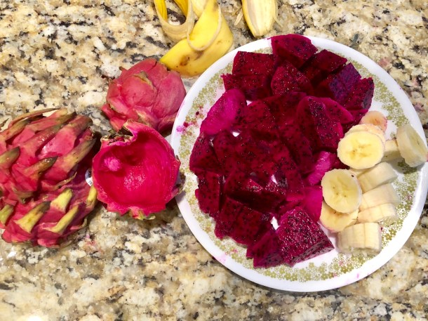 how to make a dragonfruit smoothie bowl