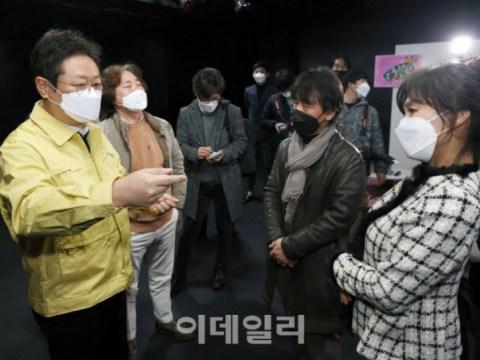 [ภาพ] รัฐมนตรีว่าการกระทรวงวัฒนธรรมกีฬาและการท่องเที่ยว Hwang-hee เยี่ยมชมแวดวงศิลปะการแสดง
