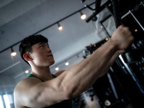 """Telah menjadi binaragawan vegetarian selama setengah tahun… Saya kehilangan berat badan dan menambah lebih banyak otot."""