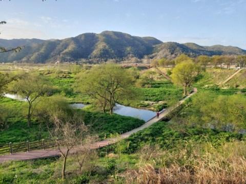 [ESC] คุณอยากไปตี 'วอเทอร์เมง' ในขณะที่ดูน้ำที่ไหลในแม่น้ำซอกจินไหม?