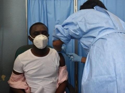 Début de la campagne de 백신 접종 COVID-19 en 아이티: les Premieres personnes vaccinées moins de 48h après l'arrivée des premier vaccins sur le territoire