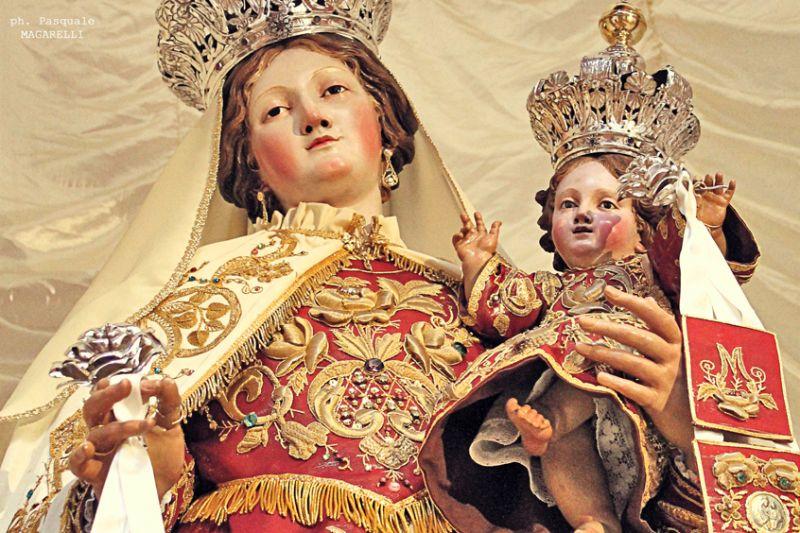 Piccolo Ufficio Della Madonna : Lo scapolare della madonna del carmelo