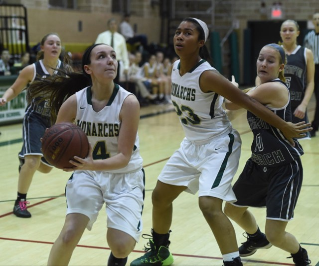 Mercy's Mia Behrens drives to the basket as teammate Julia Cintron-Leonardo blocks out a defender. (Credit: Robert O'Rourk)