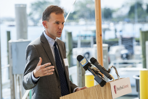 Professor Christopher Gobler will lead the Long Island Coastal Conservation and Research Alliance (Credit: Gordon M. Grant / Stony Brook University)