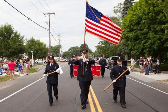 Jamesport_parade_ss_06