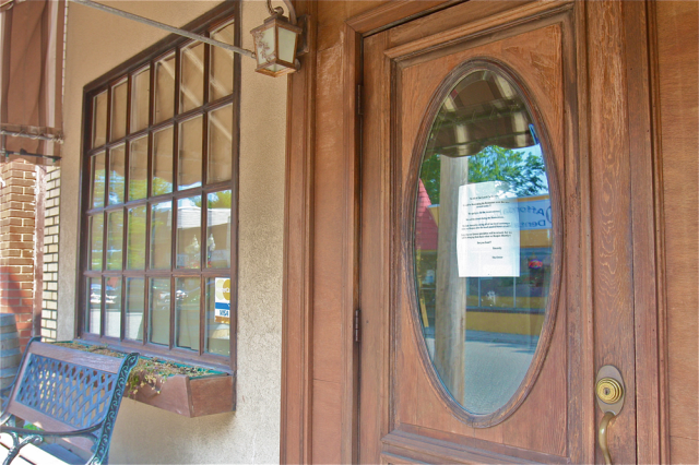 A sign remains on the front door of the Birchwood, which closed suddenly last month. (Credit: Barbaraellen Koch photo)