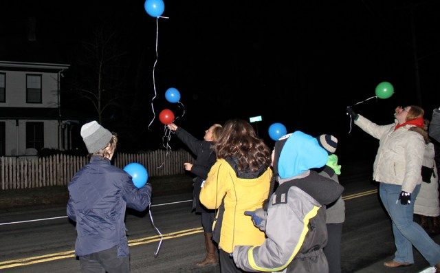 Jennifer Callaghan lets go of a red balloon in memory of her husband James. (Credit: Carrie Miller)