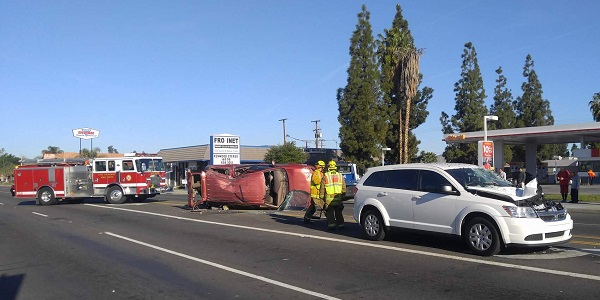 HEMET: Four-vehicle, rollover traffic accident slows morning commuters