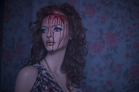maniac-remake-2012-mannequin-blood-scalp
