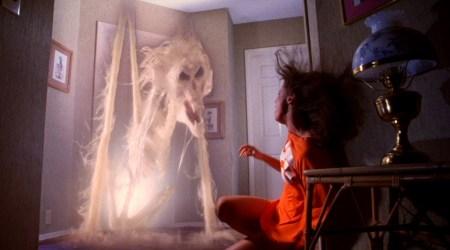 poltergeist-movie-ghost-doorway-tobe-hooper