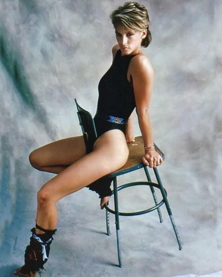 jamie-lee-curtis-photo-perfect-chair-Джейми-Ли-Кёртис-фото-купальник