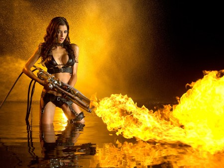 Fire Gun Beauty Leeanna 1600X1200