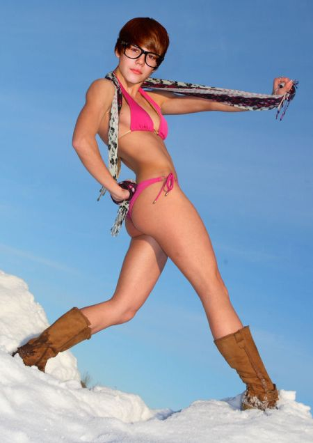 bieber_in_bikinis_640_high_06
