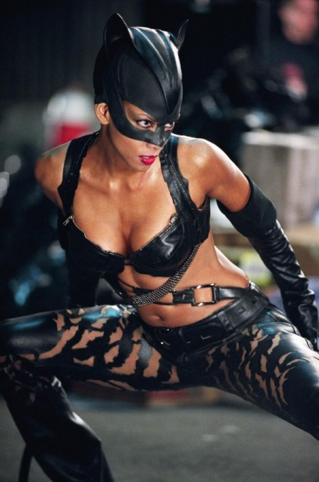 HALLE-BERRY-stars-as-Catwoman-in-Warner-Bros.-Pictures-action-adventure-Catwoman-0-600x907