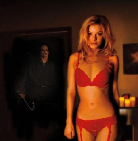 girl-house-horror-sex (13)
