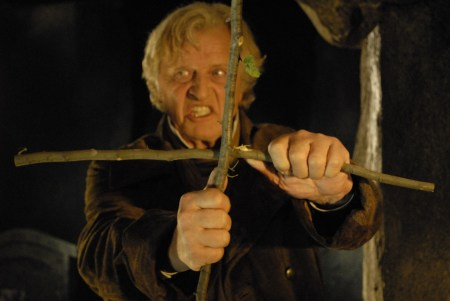 8.-RUTGER-HAUER-HAS-A-CROSS-TO-BEAR-AS-THE-VAMPIRE-HUNTER-VAN-HELSING-IN-ARGENTOS-DRACULA-3D