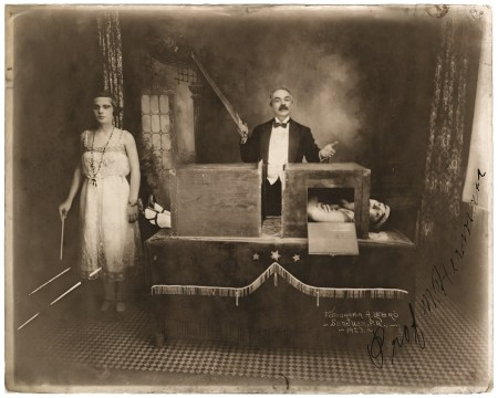 magicianvintageposterart619389134