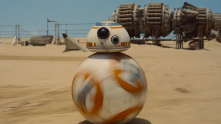 2015-12-21-1450735502-4809457-star_wars_the_force_awakens_r2d2_h_2014