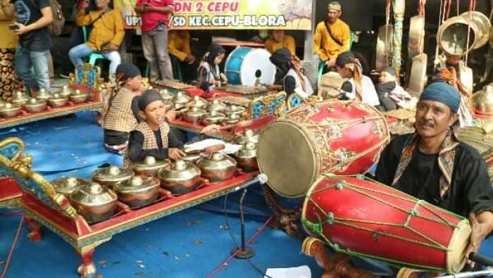 Alat musik yang digunakan dalam tayuban