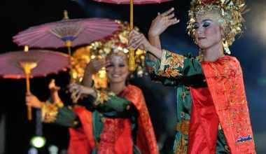 Tarian payung Sumatera Barat