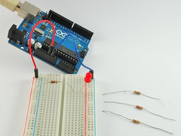 Gambar Lampu LED dalam rangkaian elektronik