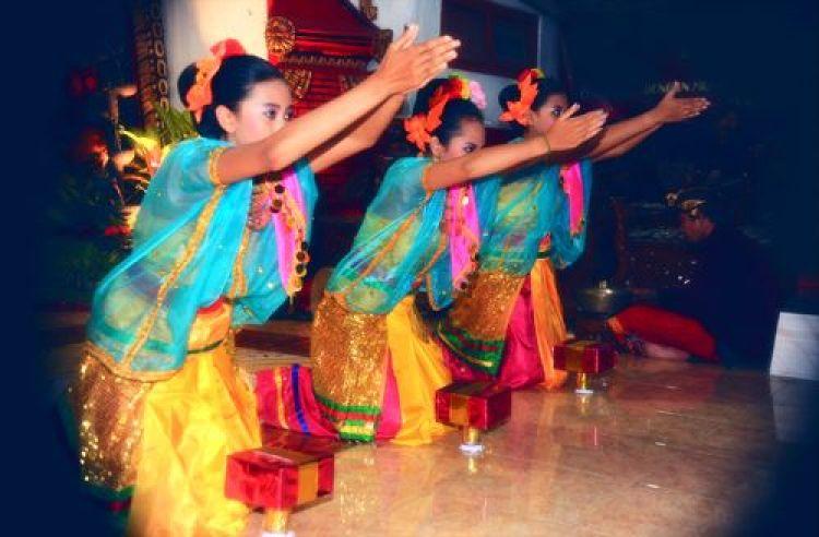 Gambar kelompok penari nguri