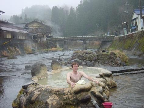 Nagayu Ganiyu Hot Spring, a bath in the middle of a river