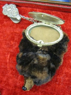 """""""bear"""" purse with compact could be attached to a belt"""