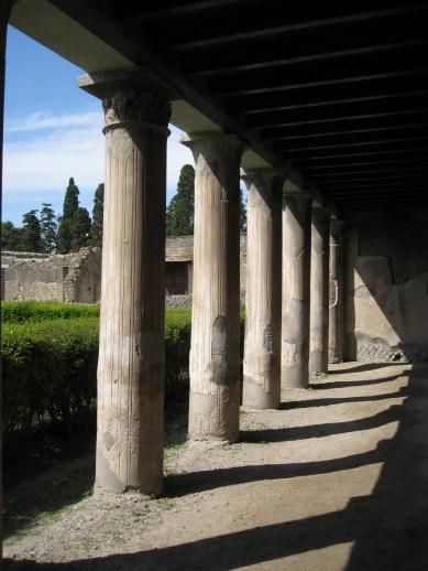 Herculaneum, columns