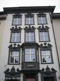 Zu den drei Konigen, 1746. The Three Kings feature above the 2nd floor windows.