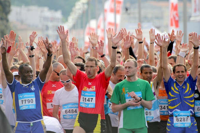 Happy runners at the start of the Semi Marathon de Nice 2011