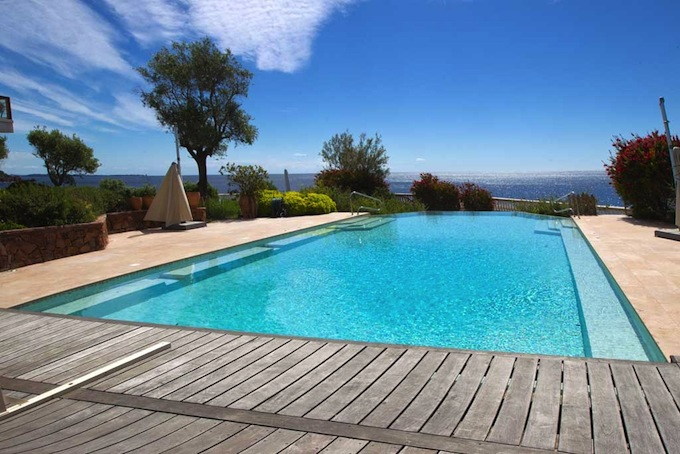 The swimming pool with magnificent views in Théoule-sur-Mer
