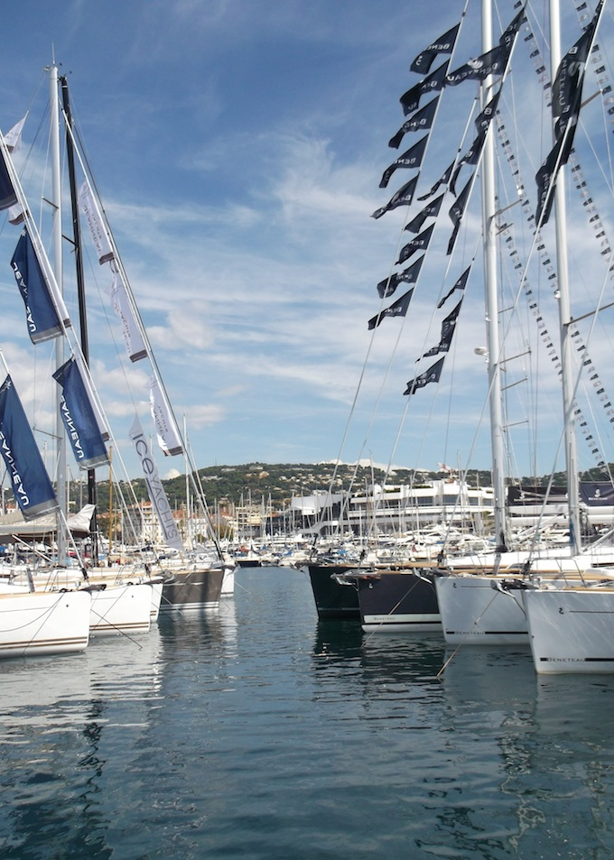 Cannes-Yacht-Show-2013-yacht-moored