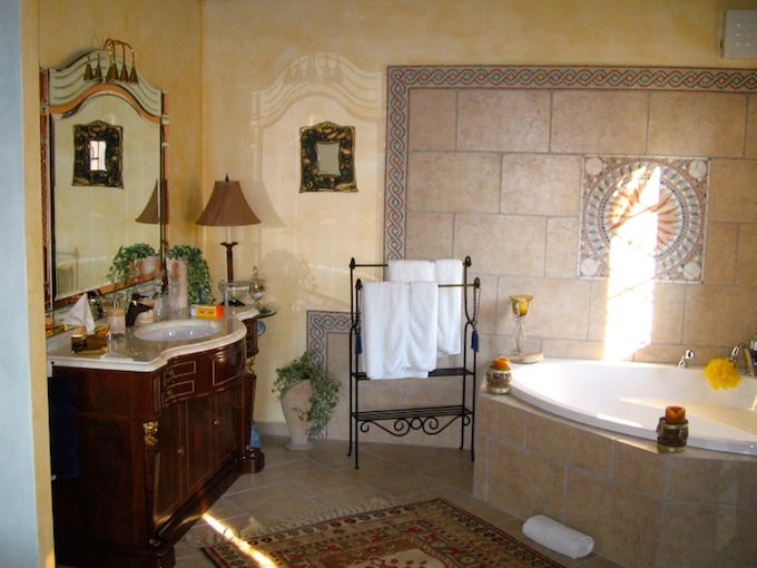 Interior of country villa in Vasia, Liguria - bathroom