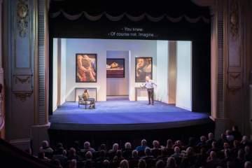 Surtitling at Theatre in Paris © Alexis Pichot