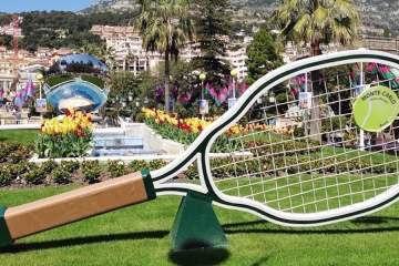 Tennis racquet at Place du Casino in Monte-Carlo © RIVIERA BUZZ