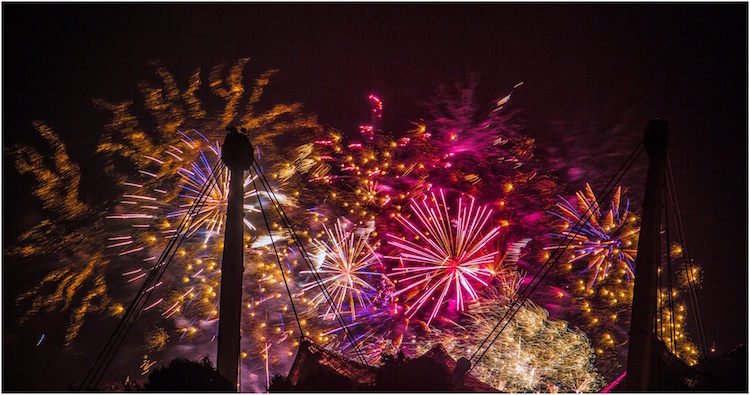 Munich fireworks by Martina Schikore.