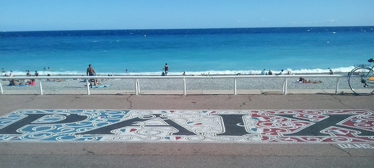 Peace sign in Nice © Natja Igney