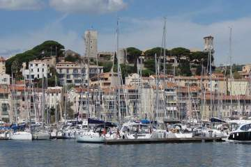 View of Le Suquet in Cannes via Wikimedia Commons