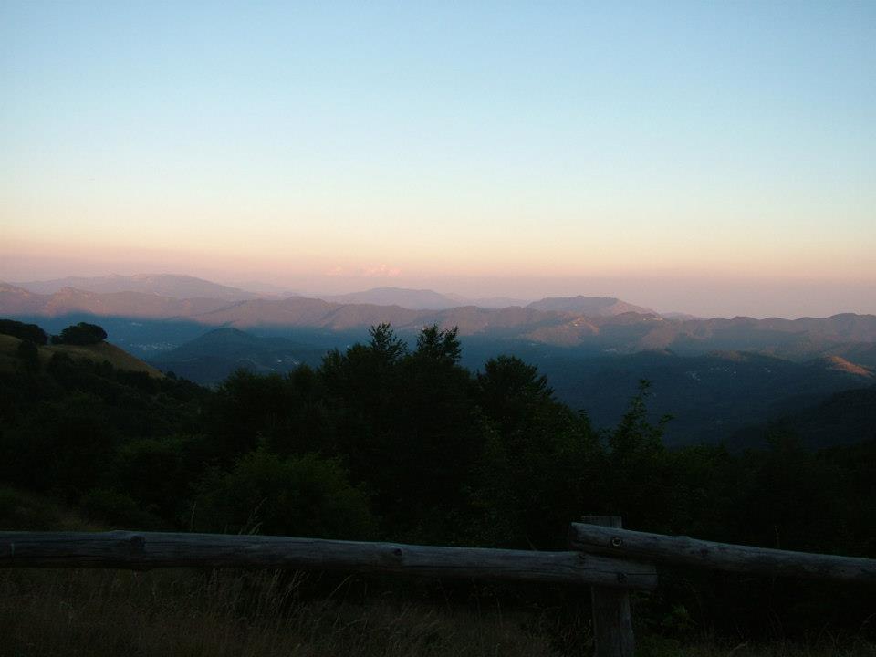 Parco dell'Antola e i suoi monti visti all'alba