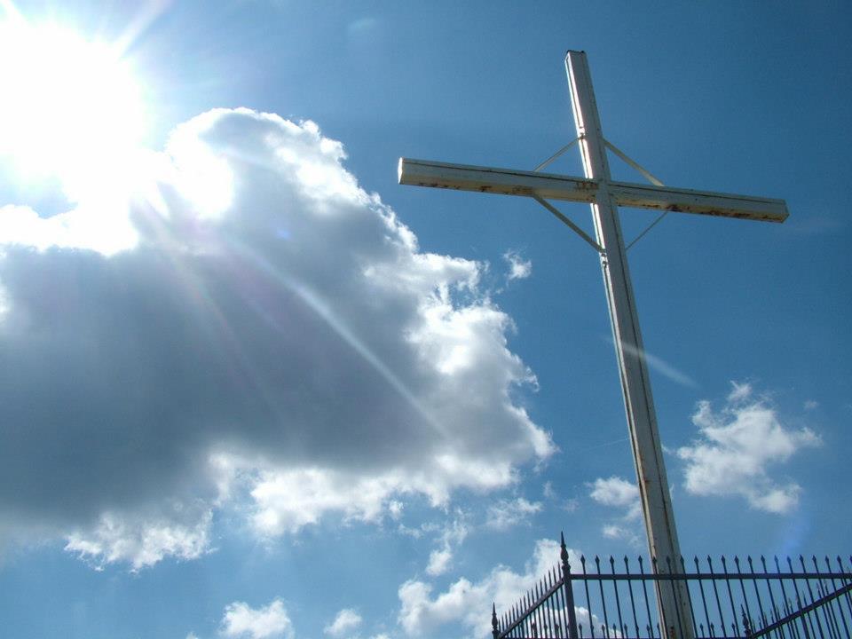 Parco dell'Antola croce con cielo sullo sfondo