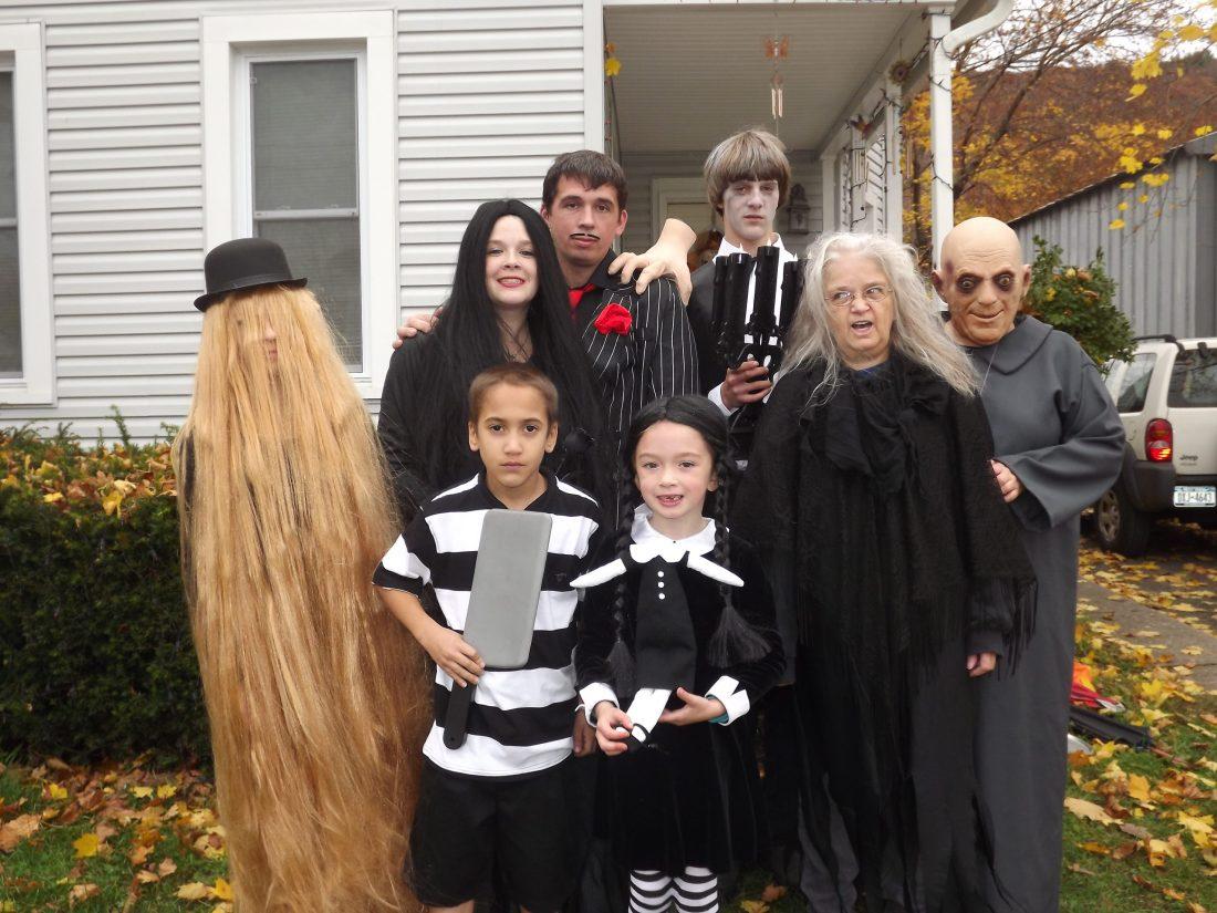 Costumi di carnevale per tutta la famiglia a tema famiglia Addams
