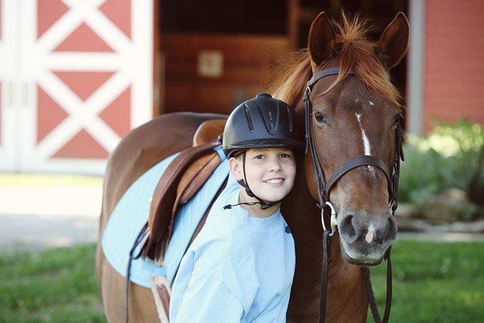 Primavera in Liguria equitazione e bambino con un cavallo