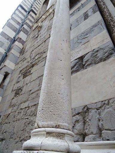 Genova Cattedrale di San Lorenzo portale di San Gottardo