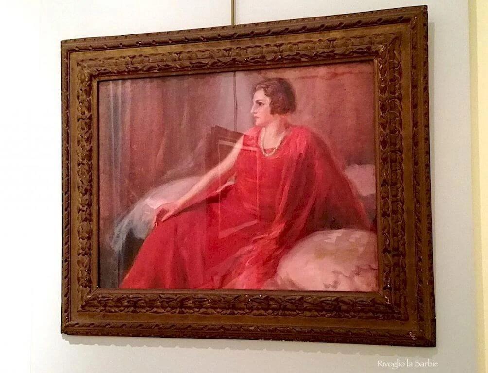 ritratto di signora in rosso