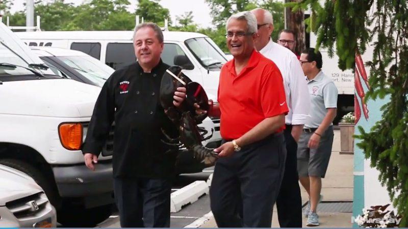 Lolos dari Panci, Lobster Berusia 132 Tahun Dikembalikan ke Laut