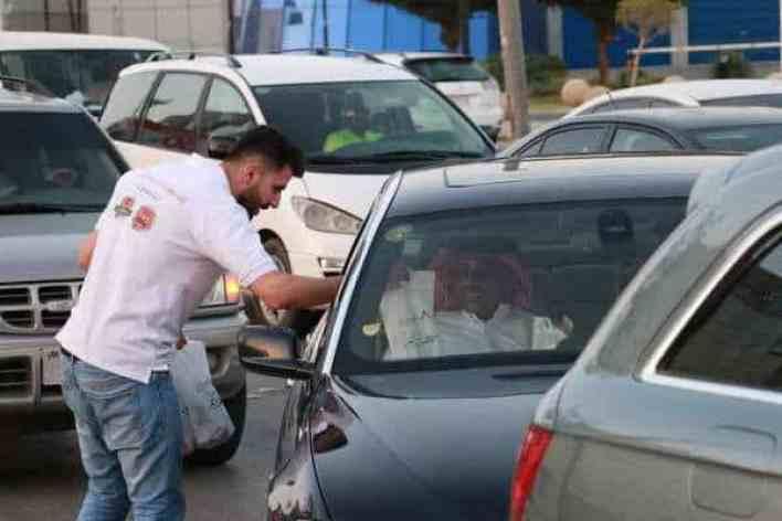 """أوتوستار تطلق مبادرة""""افطار على الطريق"""" عند الاشارات المرورية"""