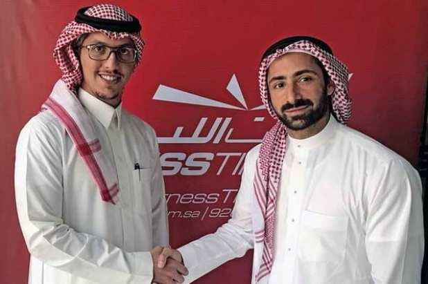 عبدالملك الحقباني مساعد الرئيس التنفيذي لوقت اللياقة مع ممثل Desert Force