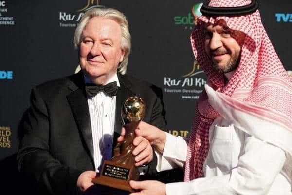 """منتجع الفيصلية """"بدرة الرياض"""" يحصد جائزة أفضل منتجع سياحي بالسعودية"""