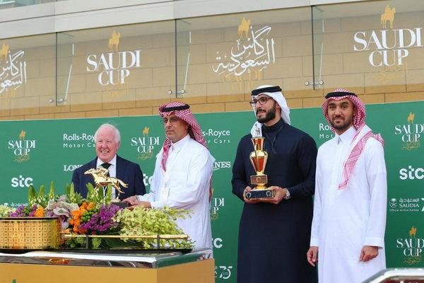 """stc تتوج الفائزين في """"كأس السعودية""""... أغلى سباقات الخيول في العالم"""